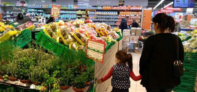 Come fare la spesa con un neonato e un bambino